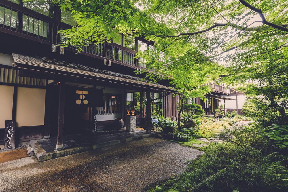 和田屋の玄関